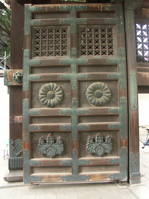 Kyoto_gate_door.jpg